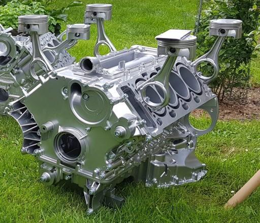 Stolik Z Bloku Silnika Bmw N62 V8 Lub Vw V10 Chrom