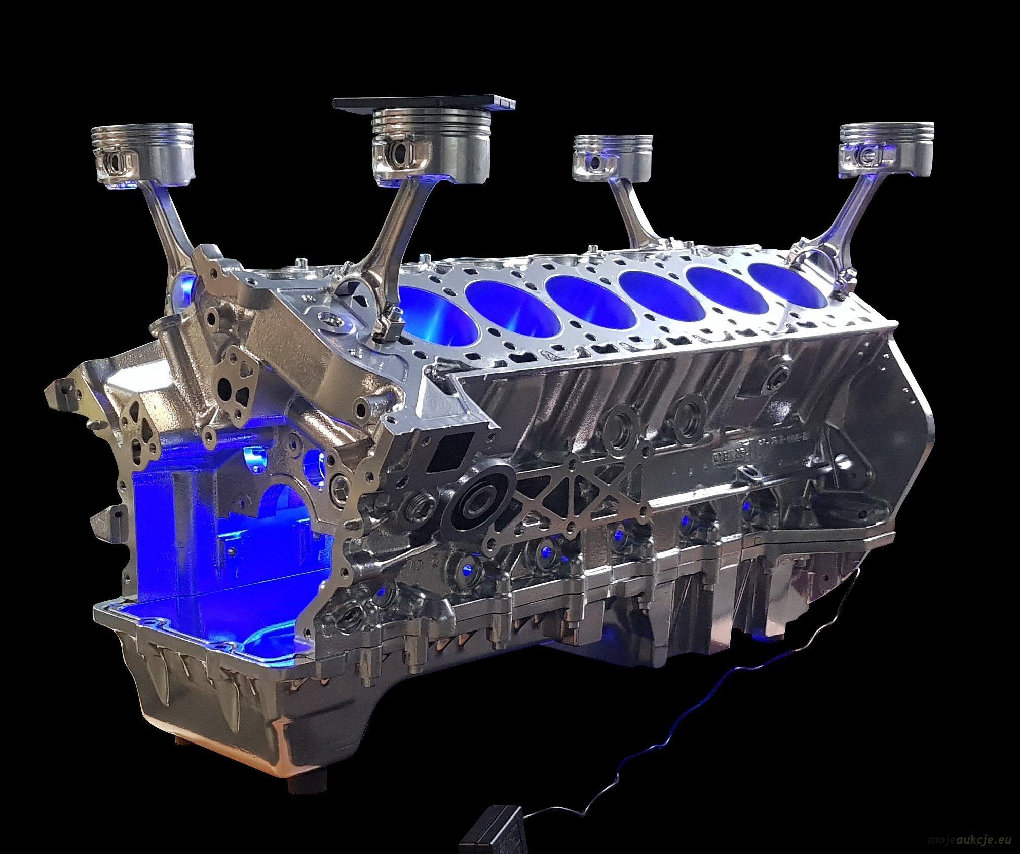 Stolik Z Bloku Silnika Aston Martin Mercedes V12